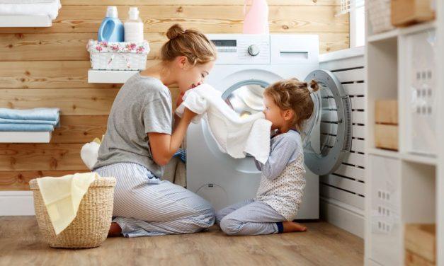 Neues Umfrage-Ergebnis: Kinder helfen gerne im Haushalt