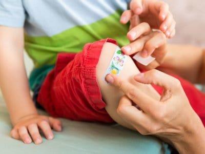 Kleine Pflaster-Kunde: Jedes ist besser als die Wunde an der Luft heilen zu lassen