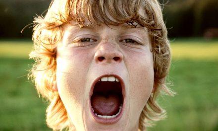 Der Stimmbruch: Wenn die Stimme plötzlich krächzt