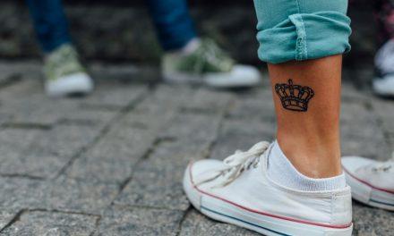 Tattoos für Minderjährige: Erlauben oder verbieten?