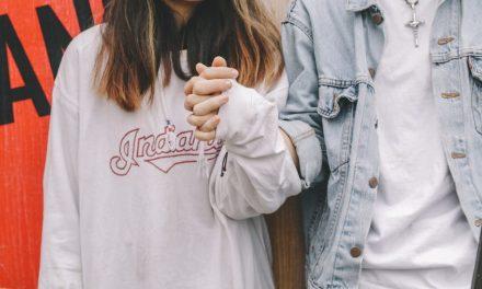 Früher Teenagersex: Gene sind verantwortlich