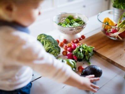 Die besten Tricks, um Kindern Gemüse und Obst schmackhaft zu machen