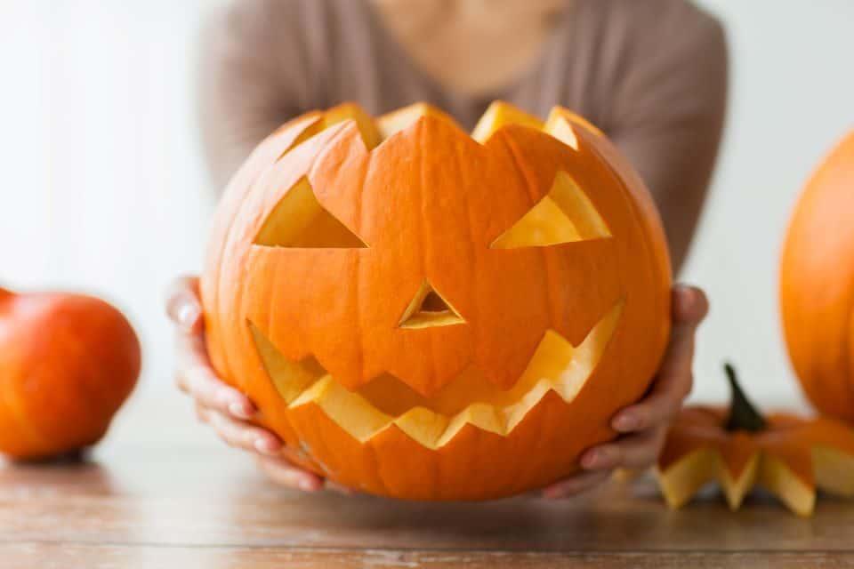 kürbis aushöhlen für halloween