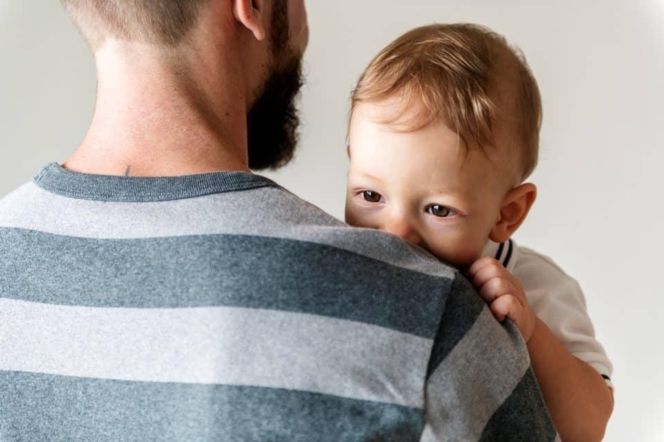Sorgerechtsanspruch für unverheiratete Väter: Ein kritischer Blick auf das Urteil des BVG Karlsruhe