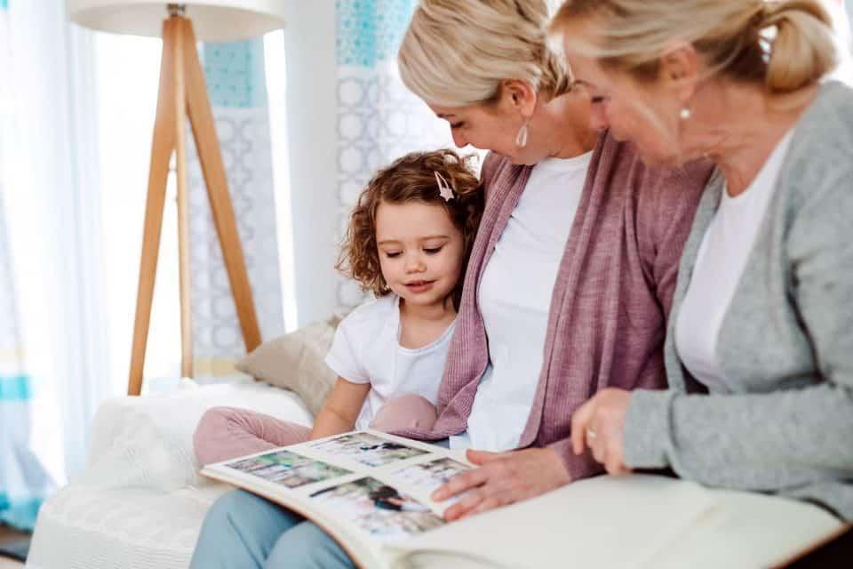 """Buchtipp: """"Mama, erzähl mal"""" – Auf dem Weg zur Familien-Chronik"""