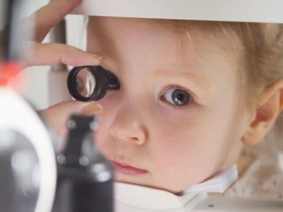 Die U-Vorsorgeuntersuchungen ersetzen die augenärztliche Kontrolle bei Kleinkindern nicht