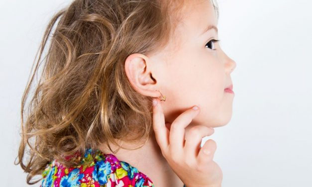Ab wann kann man Kindern Ohrlöcher stechen lassen?