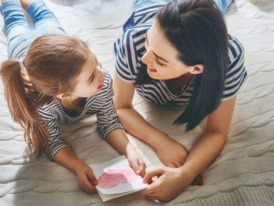 Das eintägige Verwöhnprogramm: So feiert die Welt den Muttertag