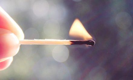 Wie Kinder den richtigen Umgang mit Feuer lernen