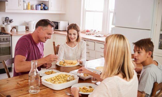 Die Gemeinsamen Mahlzeiten mit der Familie schützen vor Alkohol-, Zigaretten- und Drogenkonsum