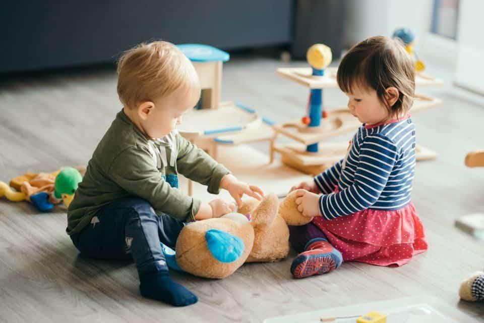Erste Spielverabredung unter Kleinkindern