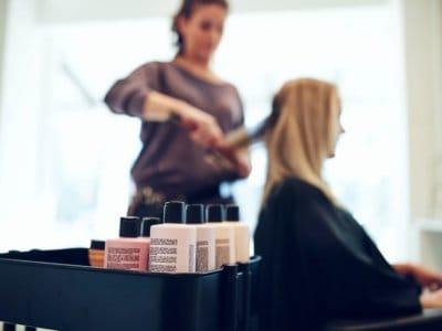 Haare färben und Dauerwellen in der Schwangerschaft
