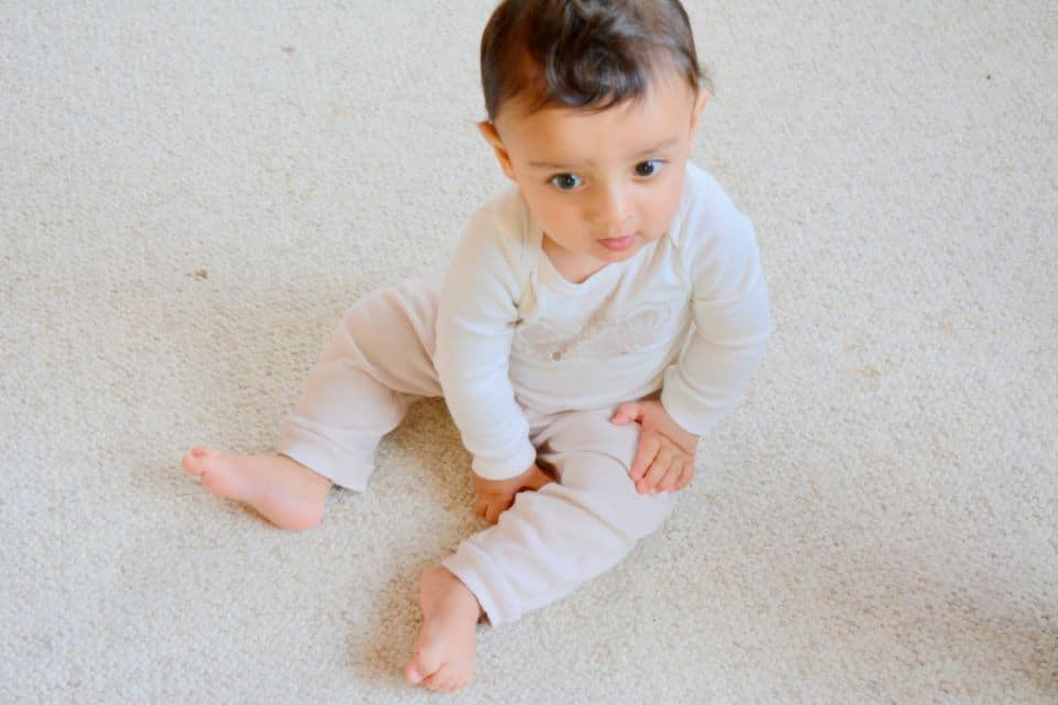 Sitzen lernen Babys von ganz allein
