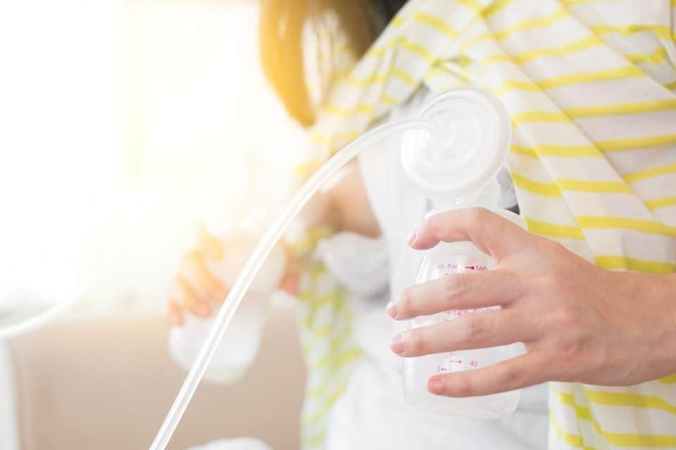 Das Abpumpen von Muttermilch mit der elektrischen Milchpumpe
