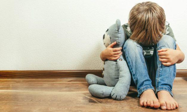 Ihr Kind ist schüchtern? 10 Tipps, wie es sich richtig entfalten kann