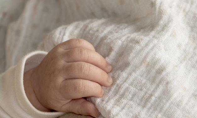 Moro-Reflex: Was Eltern über den frühkindlichen Reflex wissen sollten