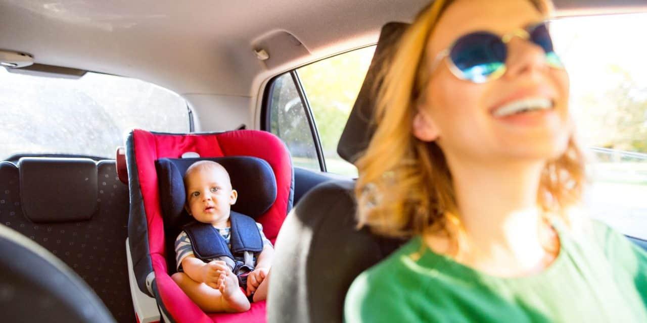 Baby an Bord: Besser mit oder ohne Autoradio fahren?
