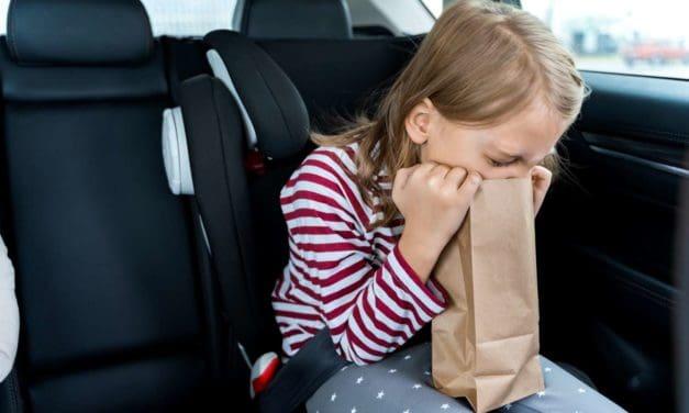 Reisekrankheit: Warum Kindern im Auto so oft schlecht wird und was dagegen hilft