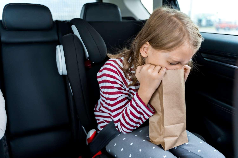 Reiseübelkeit: Warum Kindern im Auto so oft schlecht wird und was hilft