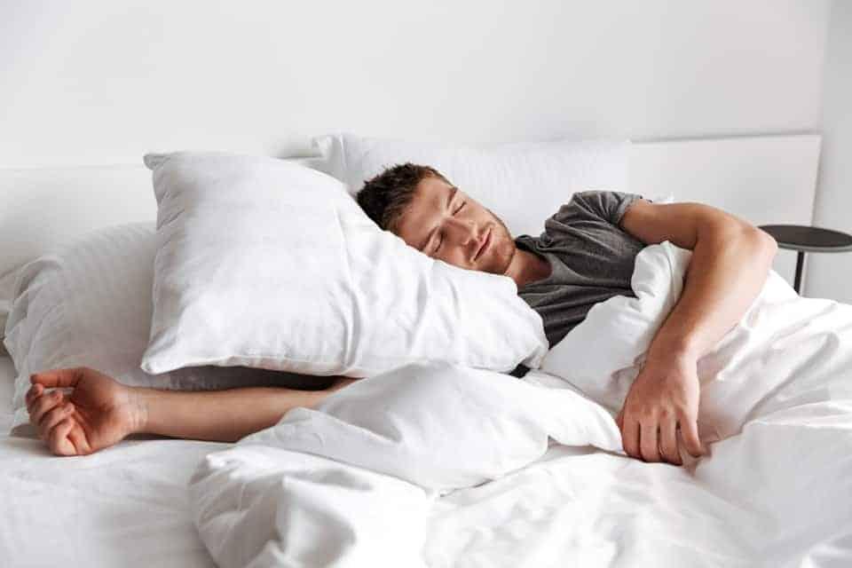 Darum wachen Männer nachts nicht auf, wenn das Baby weint