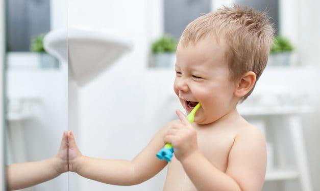 Karies: Mundhygiene ist ab dem ersten Zahn sehr wichtig