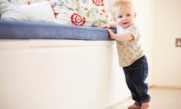 Wann lernen Babys laufen?