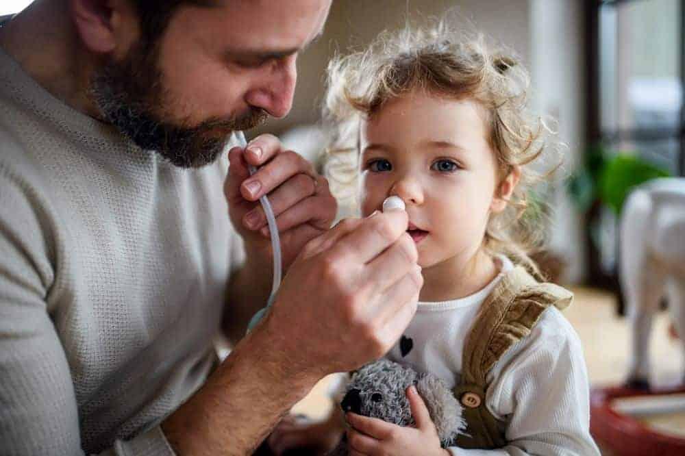 Manueller Nasensauger mit Mundstück. Nasensekret wird mit Unterdruck aus der Nase gesaugt. Sanfte Methode.