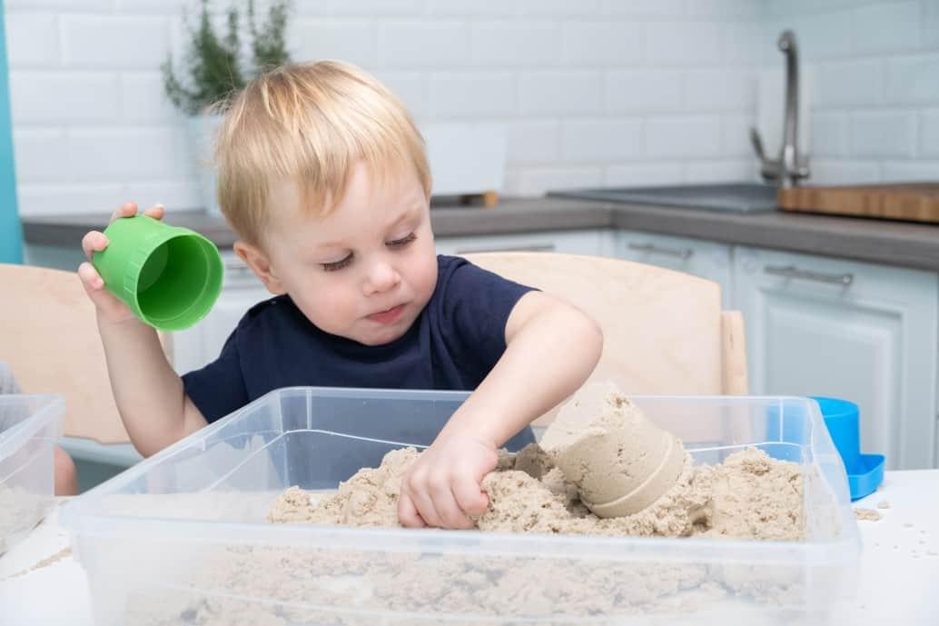 Kinetischer Sand: Kreativer Spielspaß im Kinderzimmer