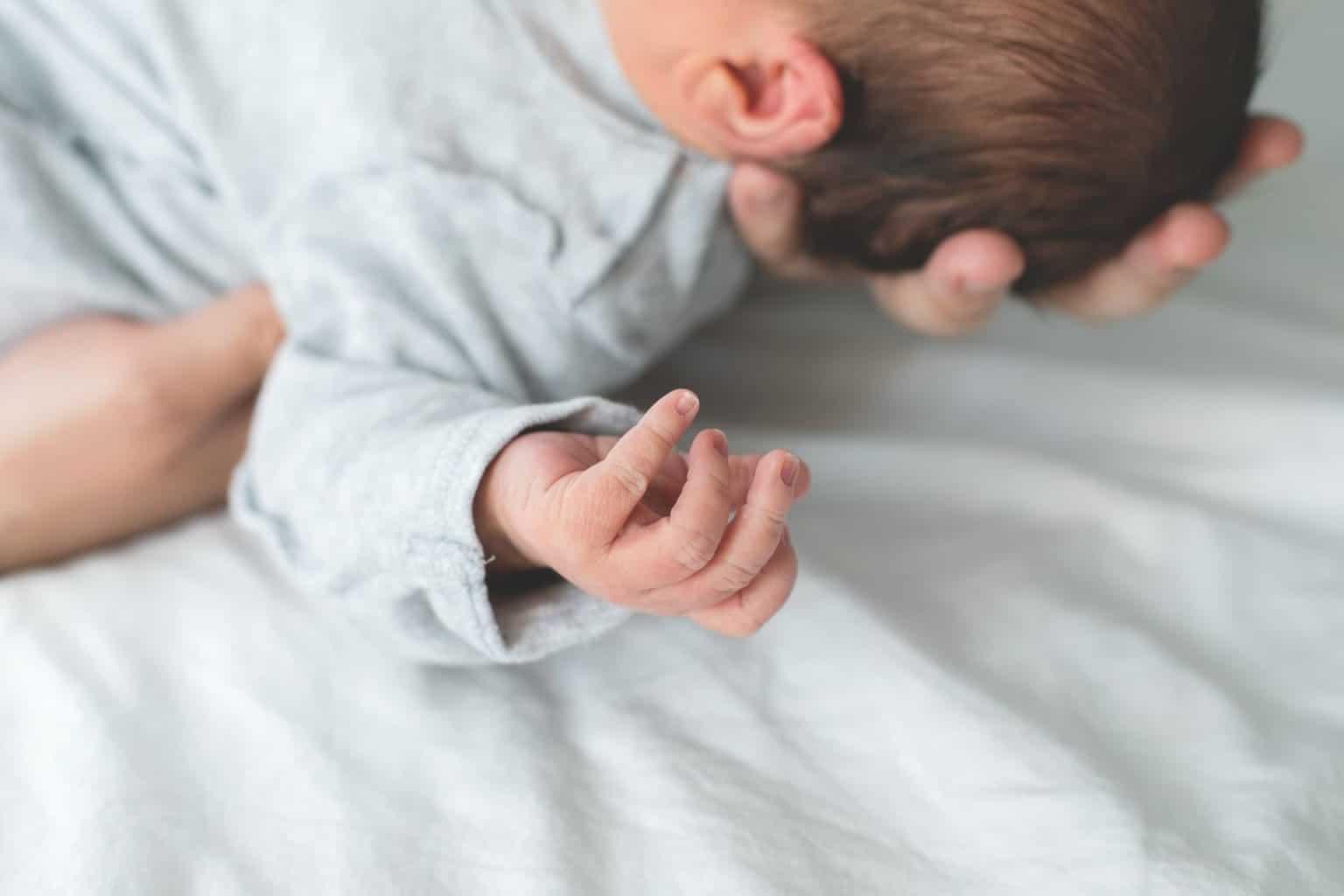 Fontanelle: Das sollten Eltern über die Schädellücken beim Baby wissen