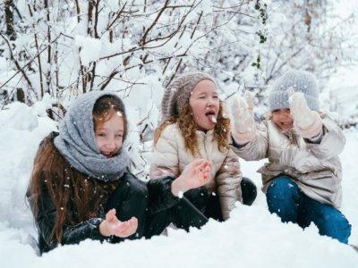 Wie gefährlich ist es, wenn Kinder Schnee essen?